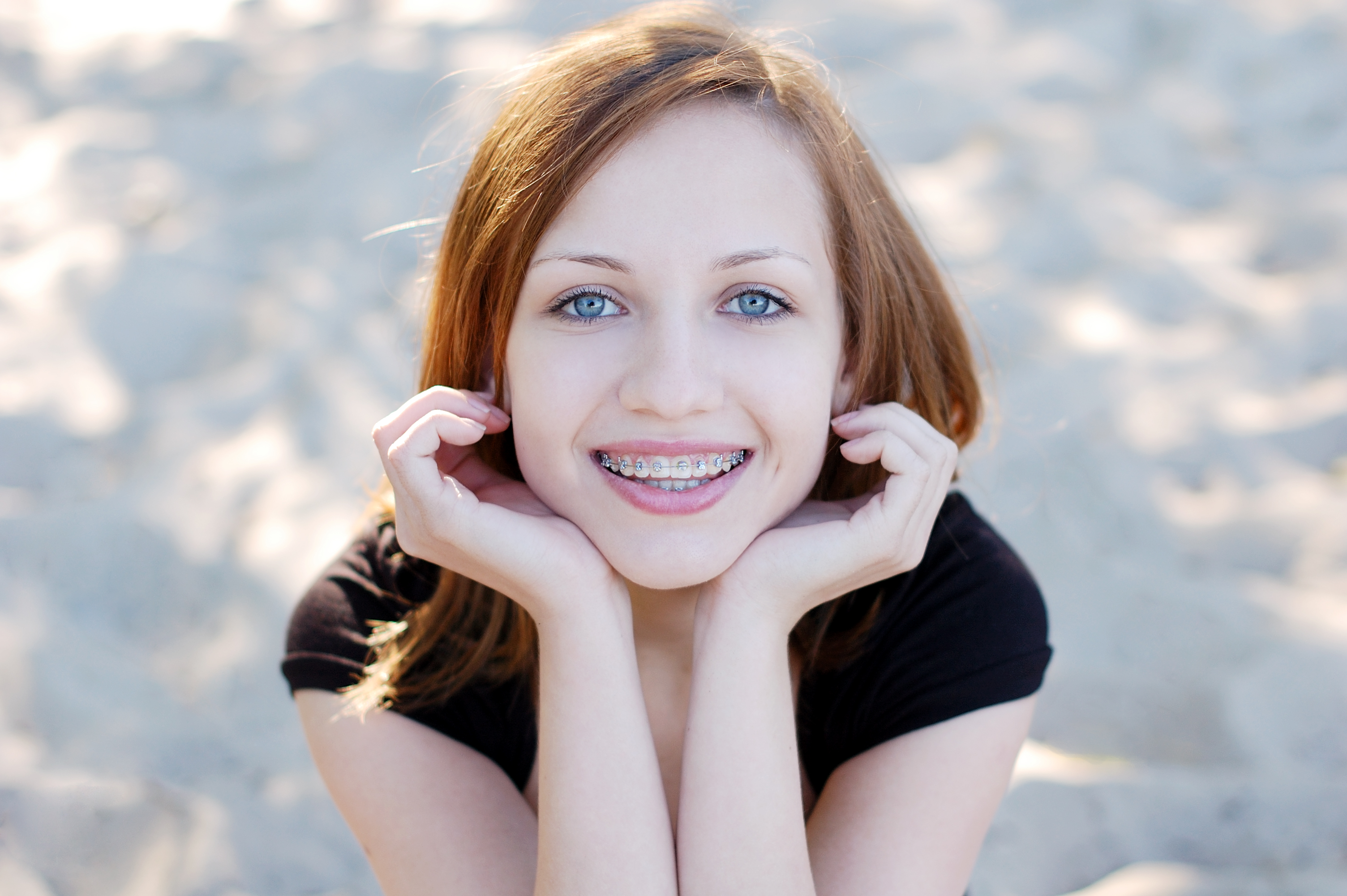 girl with smiling with braces